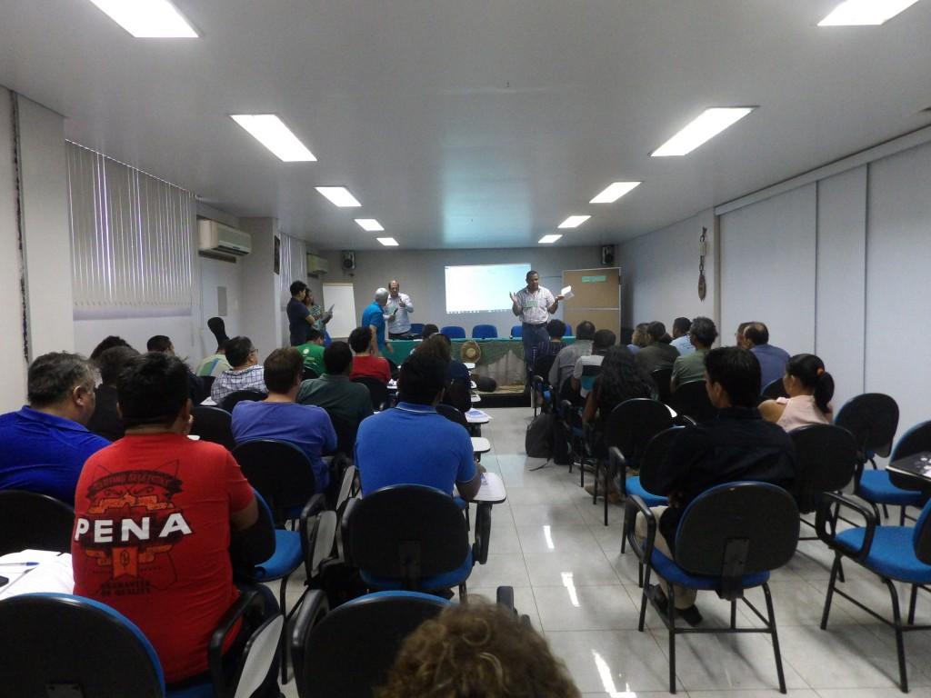 Adevaldo Dias apresentando a dinâmica do evento