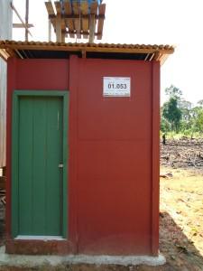 Banheiros construídos pelo Sanear Amazônia. Foto: Clodoaldo Pontes